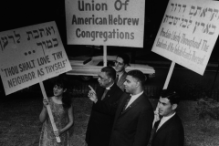 Rabbi Richard Hirsch (right) with Jewish youth at the March on Washington (1963) Photo: Courtesy American Jewish Archives